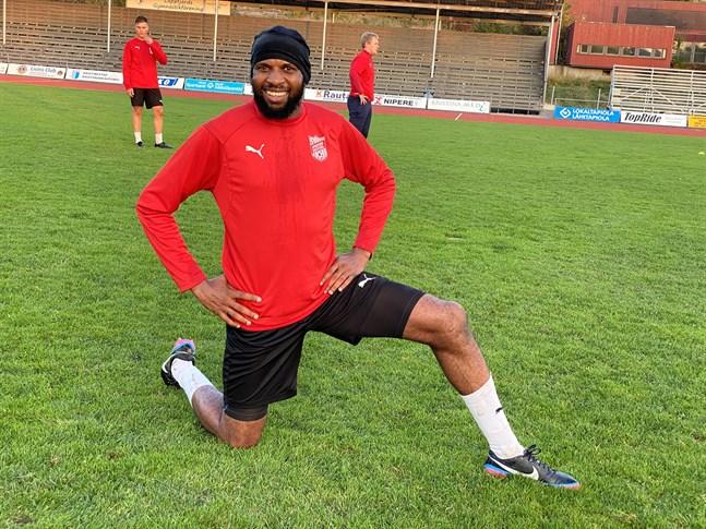 Ousman Jallow är Sportings tilltänkta målspottare. Nu är det ytterst osäkert när han kan komma till Kristinestad. Han spelade några matcher med laget i fjol.