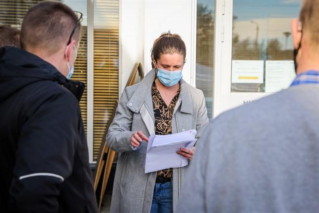 För ungefär en vecka sedan tog kommundirektör Jenny Malmsten emot ett invånarinitiativ om vindkraft. Över 700 personer, de flesta Malaxbor, hade skrivit under det.