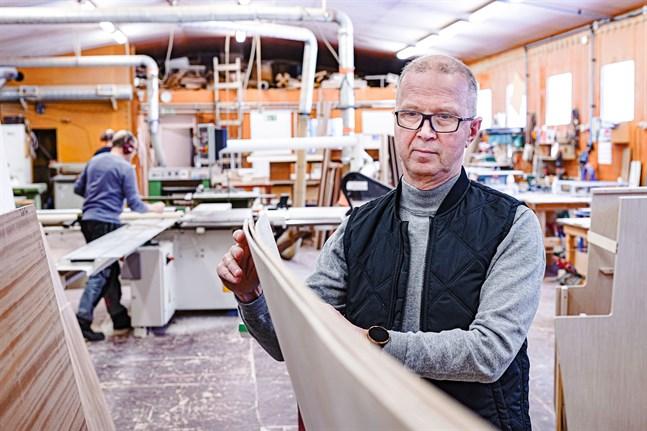 Grundaren Bernt Riska är vd men jobbar i snickeriet med jämna mellanrum.