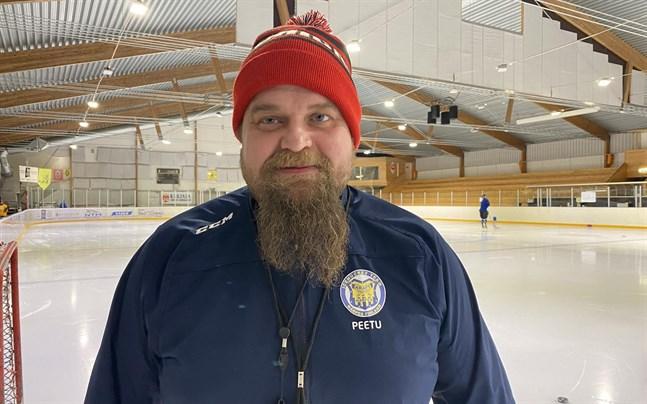 Peetu Koponen tycker att Kraft hockey har ett bra koncept, och han har inga problem med att fortsätta träna laget.