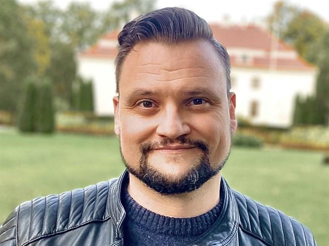 Marco Lindholm är ett känt ansikte i Jakobstad. I dag bor han i Helsingfors med sin familj, och tar en dag i taget.