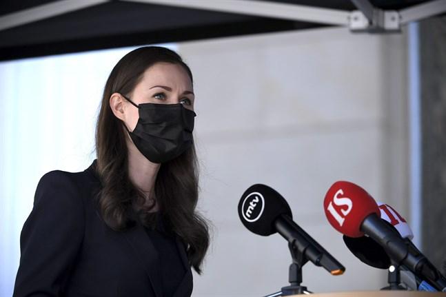 Statsminister Sanna Marin kommer till Ständerhuset.