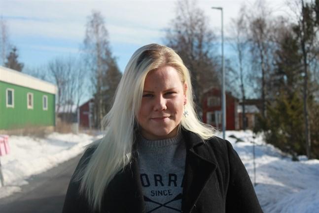 Pörtombon Nicole Sten är med sina 18 år den yngsta kandidaten av alla som kandiderar i kommunalvalet i Sydösterbotten.