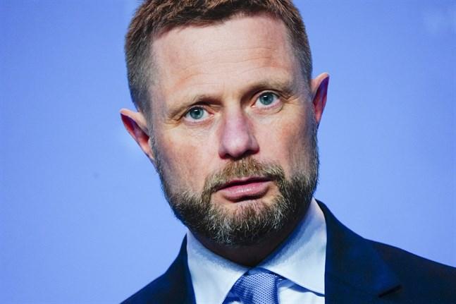 Norges hälsominister Bent Høie vid en presskonferens om nya restriktioner.