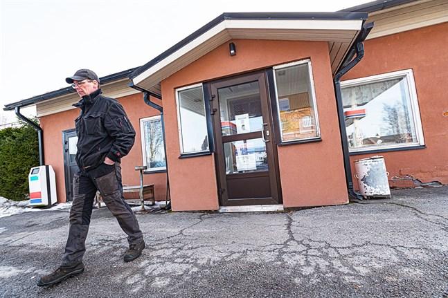 Vad som nu sker med kafébyggnaden vet Rune Muukkonen inte. Den är rätt sliten, säger han.