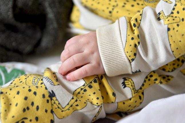 Barnen har gett de nyblivna föräldrarna nytt innehåll i livet. Samtidigt har epidemin belastat många föräldrar, visar en undersökning.