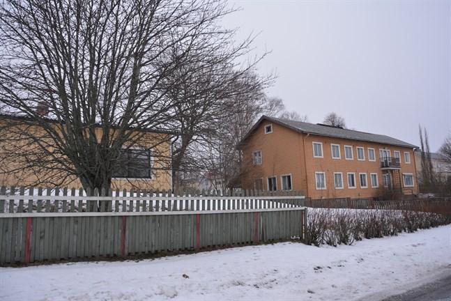 De anbud som gavs för före detta daghemmet i förgrunden och hyreshuset på Hamngatan har förkastats av tekniska nämnden i Kaskö.