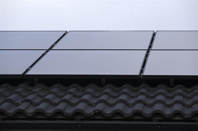Solceller på svenska tak kan ha tillverkats med tvångsarbete, enligt en rapport.