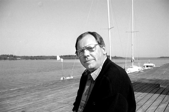 Björn Taxell hann bo och verka i Kaskö i närmare 25 år, här på en bild från 1995 i gästhamnen.