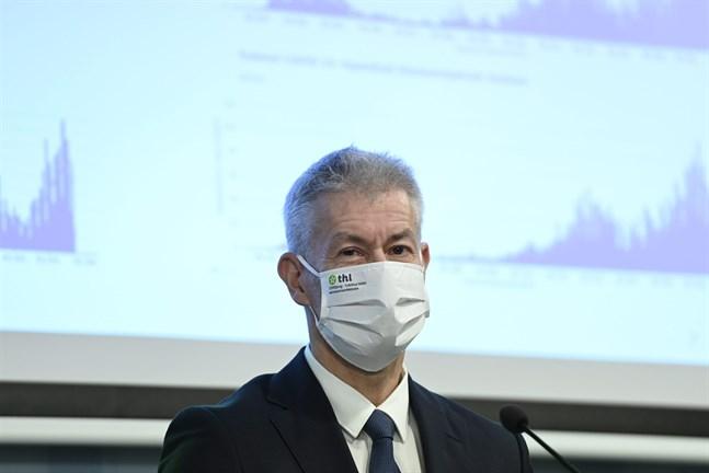 Överläkare Taneli Puumalainen uppger att de äldre åldersgrupperna inte längre smittas av coronaviruset i lika hög grad som resten av befolkningen. Arkivbild.