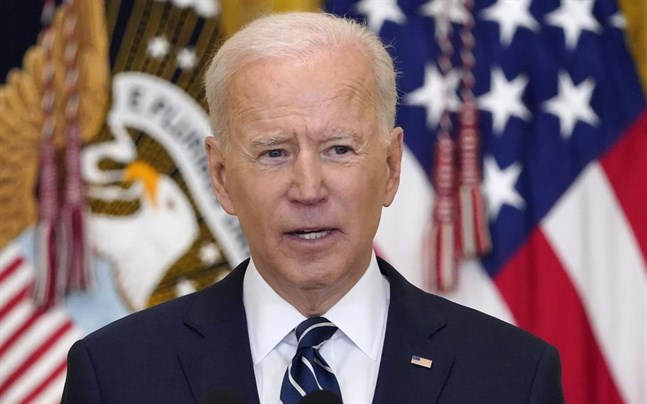 Joe Biden möter pressen.