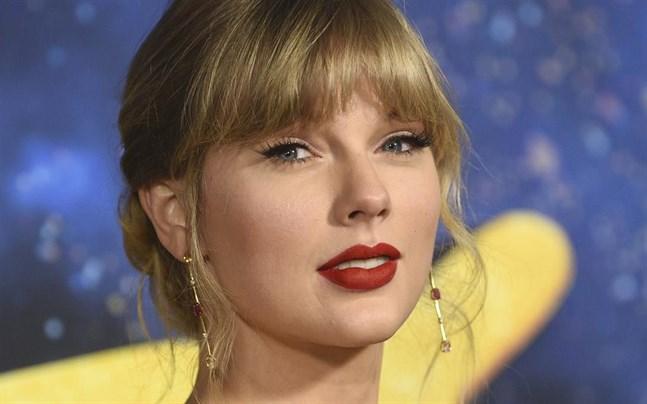 Taylor Swift lägger de juridiska problemen med en amerikansk nöjespark bakom sig.