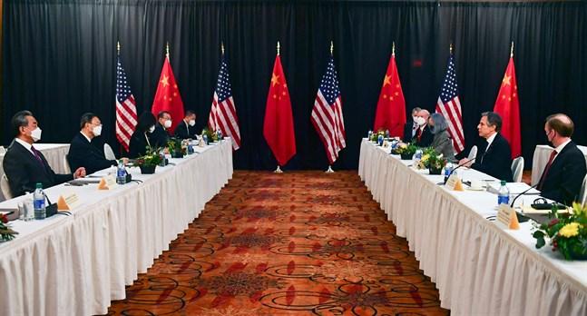 Relationen mellan USA:s och Kinas utrikesministrar var frostiga vid mötet i Alaska. Också förhållandet mellan EU och Kina har blivit ansträngt.