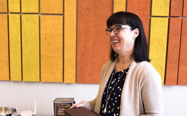 Nina Lindman, kommunikationschef för Stormossen, är glad över synligheten men hoppas att alla verkligen börjar slänga äggskal i påsen för brännbart avfall.