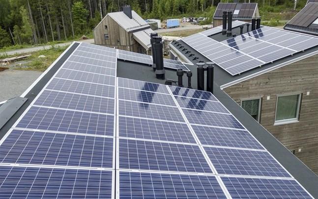 Ikea satsar på att bli världsledande i solcellsbranschen till privatkunder samtidigt som rapporter pekar på kopplingar mellan solcellstillverkning och tvångsarbete i Xinjiang i Kina.