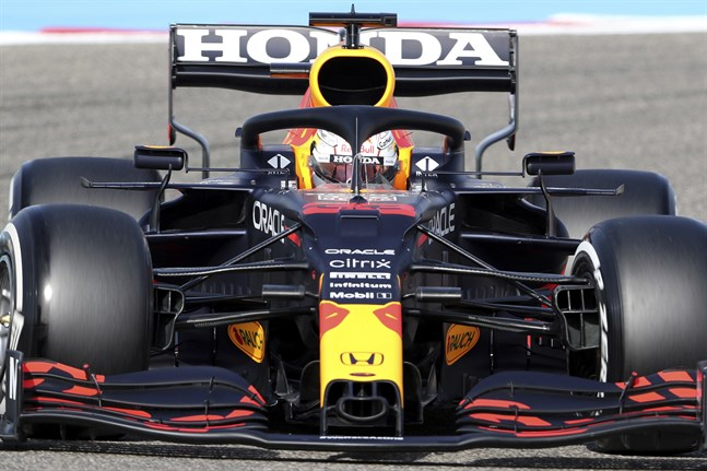 Max Verstappen kör fort i Bahrain.