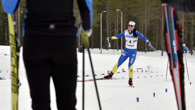 Ikalisankaret Krista Pärmäkoski gav allt och det förde hennes lag hela vägen upp på guldpallen i FM-stafetten på lördag.