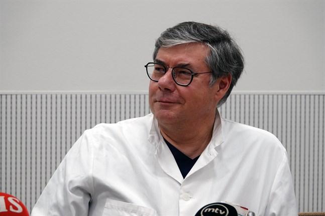 Asko Järvinen, överläkare i infektionssjukdomar inom Helsingfors och Nylands sjukvårdsdistrikt, ser mer dystert på coronasituationen än han gjorde tidigare i veckan.