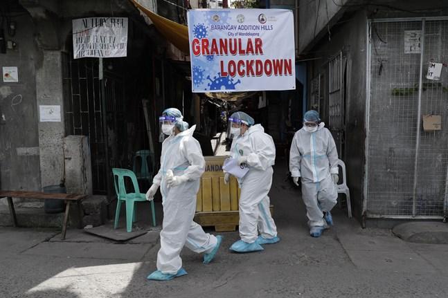 Hälsopersonal i Manila. Antalet fall av coronaviruset har ökat i Filippinerna den senaste tiden. Arkivbild.