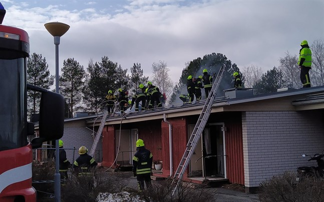 En hyreslägenhet vid Lappfjärds pensionärshem förstördes i en brand den 27 mars. Nu har försäkringsbolaget meddelat att radhuset ska saneras.