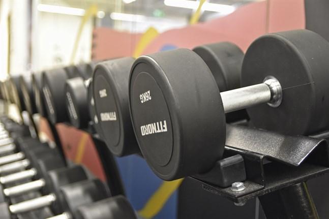 Lagen tillåter myndigheterna att stänga bland annat motionslokaler.