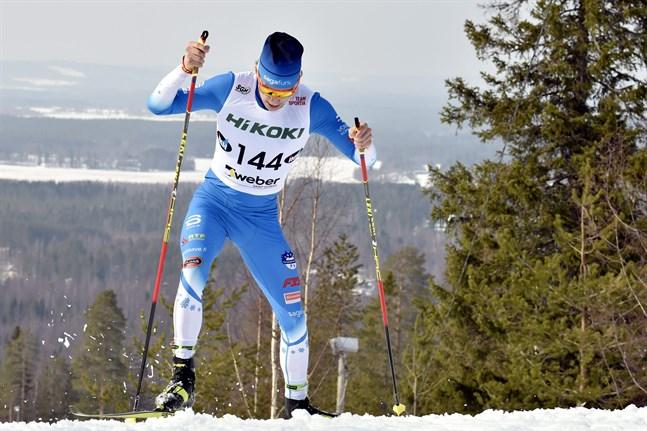 Alexander Ståhlberg har en pangvinter bakom sig med tre medaljer i junior-VM, debut i världscupen och karriärens bästa placering hittills i FM på seniornivå – tionde på 15 kilometer klassiskt förra helgen.