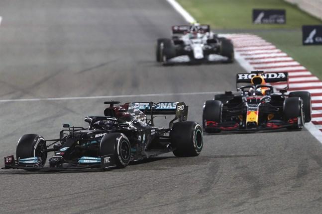 Lewis Hamilton höll undan för Max Verstappen.