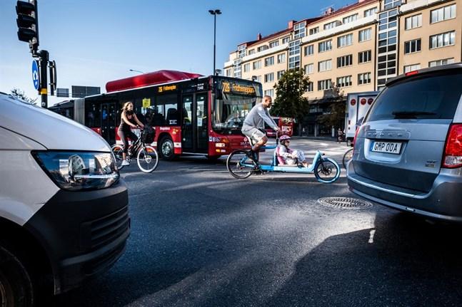 I takt med att bilarna blir alltmer tystgående blir det också svårare för gångtrafikanter och cyklister att höra dem. Även ljuden inne i fordonen förändras i snabb takt.