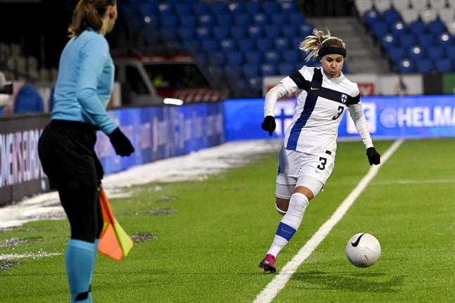 Tuija Hyyrynen och de övriga landslagsstjärnorna står inför en landskamp mot Österrike om ett par veckor.