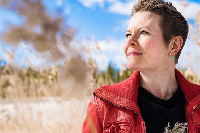 Désirée Saarela-Portin vill att folkmusiken ska bli en del av den tid vi lever i.
