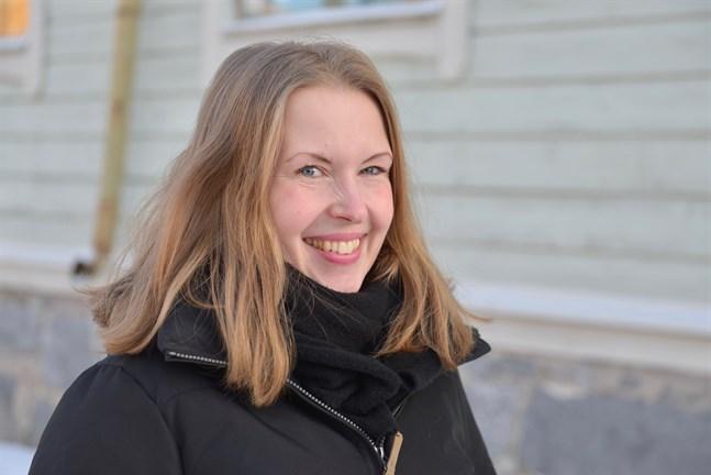 Marja-Leena Hyytinen, som är Staden Jakobstads kultursekreterare, tycker det är en utmärkt idé med en sommarkonstnär.