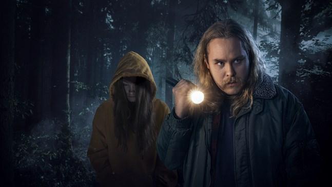 """I audioserien """"Det ingen såg"""" spelar Joel Forsbacka en radioreporter, som reder ut omständigheterna kring sin storasysters död."""