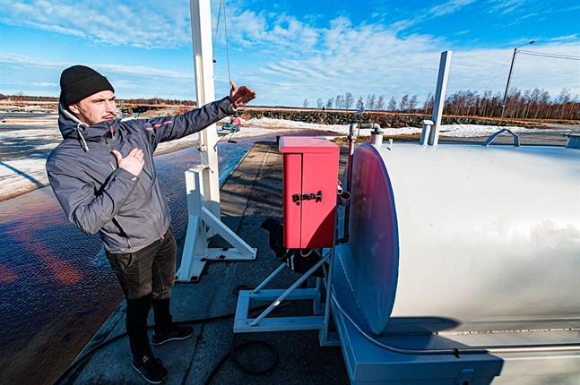 Joel Lindvall hoppas inom kort öppna en ny tankstation med både diesel och bensin på bryggan vid Andra sjön. Båtturismen är stadd i tillväxt. Efterfrågan på en tankstation märkte han tydligt av redan förra sommaren.