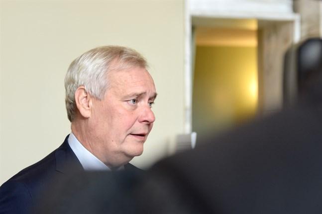 Grundlagsutskottets ordförande Antti Rinne säger att regeringens proposition inte är ändamålsenlig i dess nuvarande form.