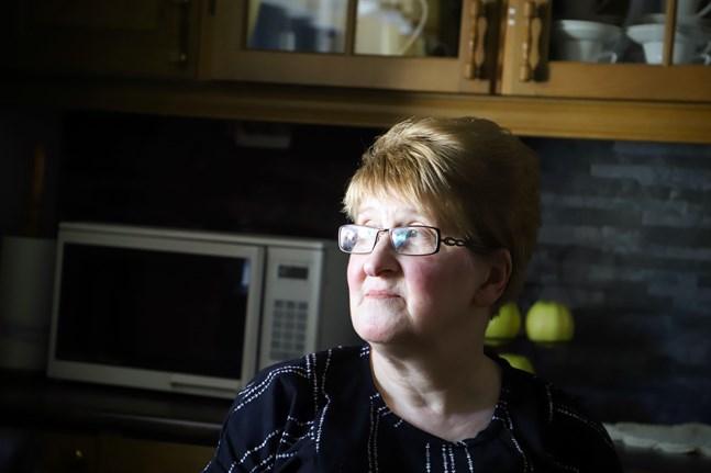 Leena Mäkinen är envis, och det har hon fått från sin mamma. Hon är tacksam för att hon flyttade tillbaka till Finland några år innan hennes mamma fick en blodpropp i lungan.