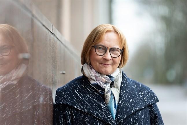 Diskrimineringsombudsman Kristina Stenman ser inga juridiska problem med regeringens planer att omfördela vaccindoser enligt regionala omständigheter.