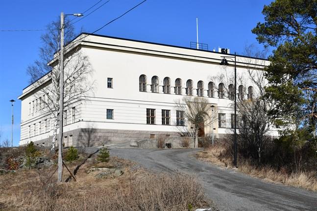 Ett förslag om att också svenska gymnasiet skulle få plats i ett nybygge för högstadiet finns i Kristinestad.