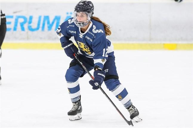 Landslagets stjärnanfallare Susanna Tapani har endast spelat tre ishockeymatcher den här säsongen.