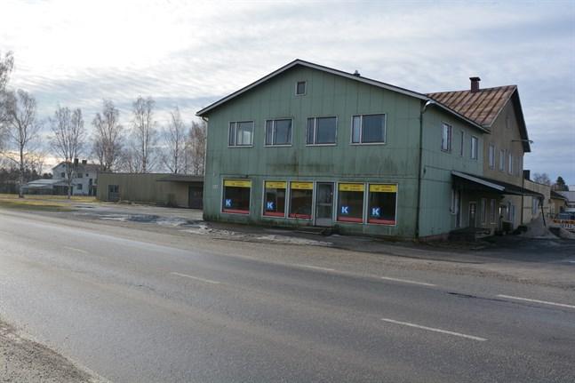 Inom kort påbörjas rivningen av bagerifastigheten i Finby. På området ska nu en en tillfällig parkering i anslutning till Centralplan byggas.