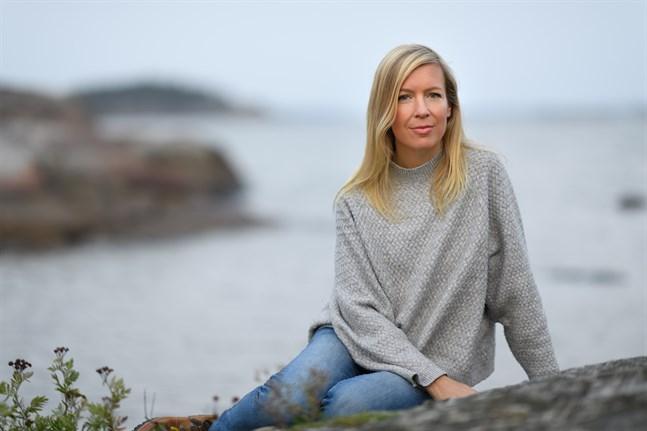 Karin Collins tredje spänningsroman utspelar sig på 1980-talet, också i Hangö som de tidigare böckerna.