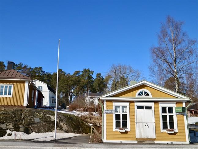 Förutom initiativet kring att rädda påskhäxorna har Zachariasskolans hem och skola-förening också fixat fram en digital tipsrunda. Den börjar från Brostugan i Nykarleby.