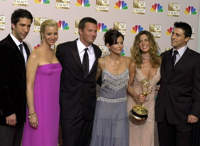 """Skådespelarna från succéserien """"Vänner"""" samlade år 2002."""