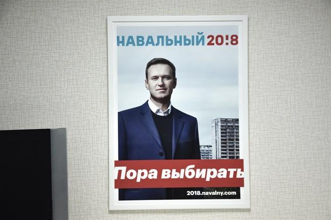 Den ryske fängslade regimkritikern Aleksej Navalnyj på en valaffisch 2018. Arkivbild.