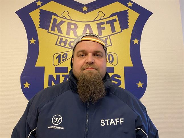 Peetu Koponen tränar Krafts representationslag även nästa säsong.