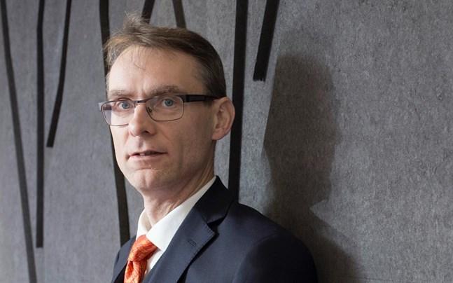 Justitiekansler Tuomas Pöysti anser att ansvaret för det misslyckade lagförslaget om begränsningar av rörelsefriheten ligger hos statsministern och hennes kansli.
