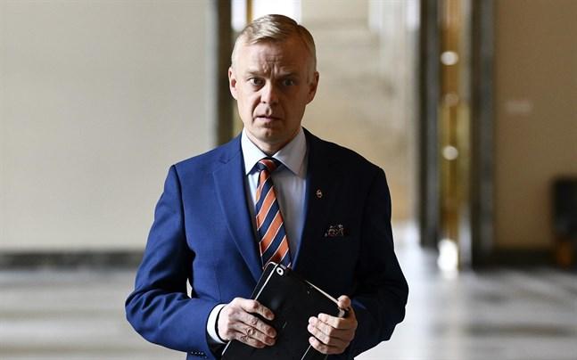 Samlingspartiets riksdagsledamot Timo Heinonen undrar om det är rättvist att Lappland är det enda landskapet där statsrådet tillåter olika bestämmelser för restaurangerna inom ett och samma landskap.