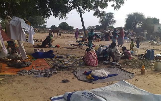 Människor på flykt i Darfur i Sudan, där etniska oroligheter krävt många liv.