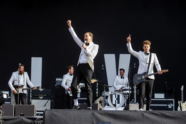 The Hives under en konsert på musikfestivalen Lollapalooza i Stockholm.