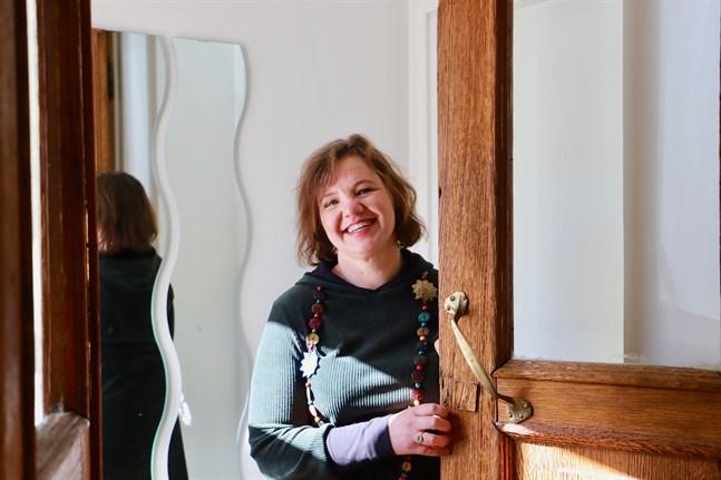 Carina Granö-Träskelin blev förälskad när hon såg det stora trähuset i Vöråstan i Vasa. I dag verkar hennes hälsocenter Wasa Wellness där, som nu firar tio år.