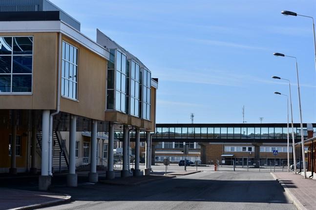 Regionförvaltningsverket i Sydvästra Finland fattade i torsdags beslut om att införa obligatoriska hälsokontroller för personer som kommer till Åbo hamn från utlandet. Arkivbild.